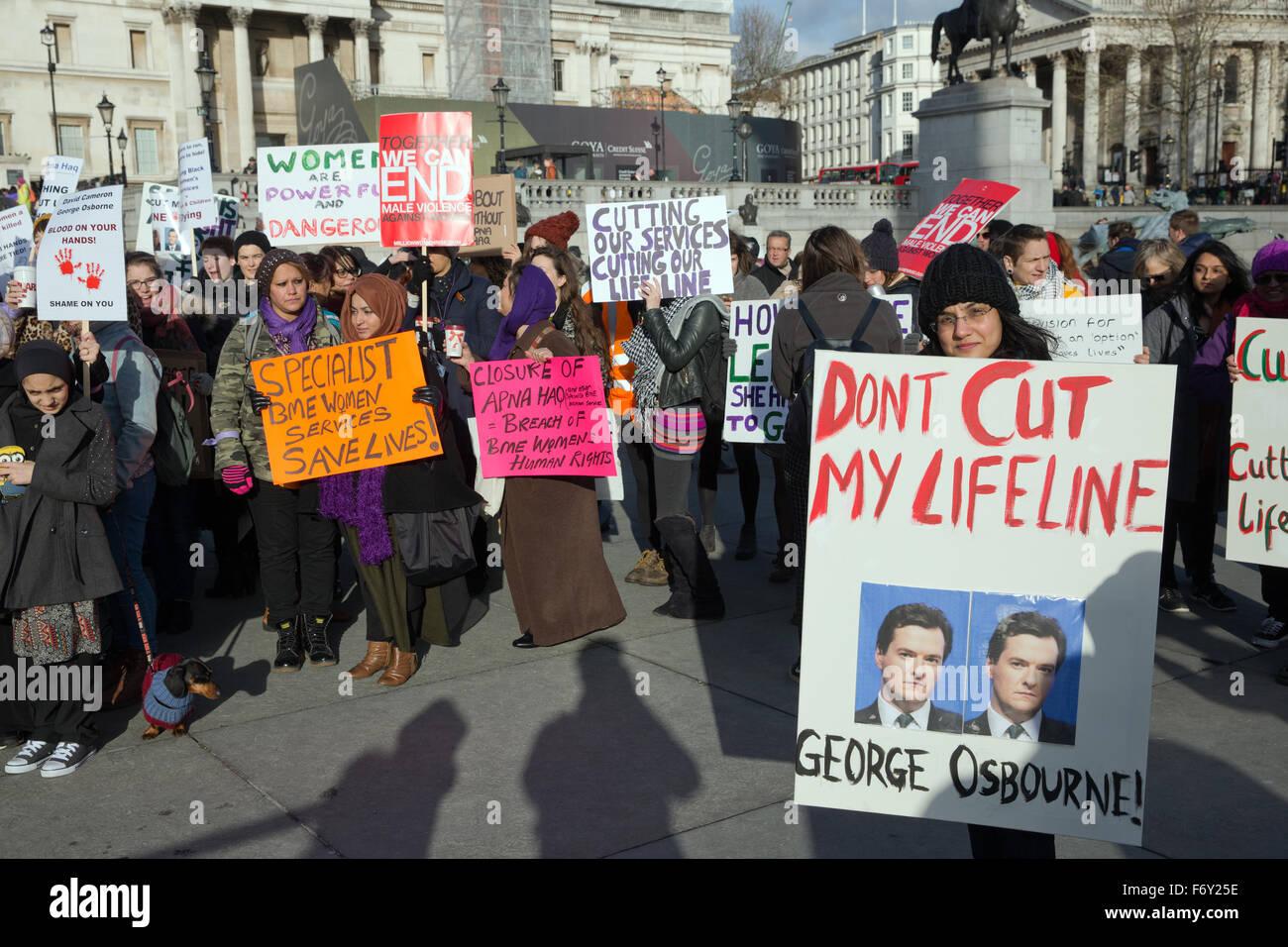 Londra, UK, 21 Nov 2015. Un diruttore contro Rotherham consiglio la chiusura del Apna Haq specialista delle donne Immagini Stock