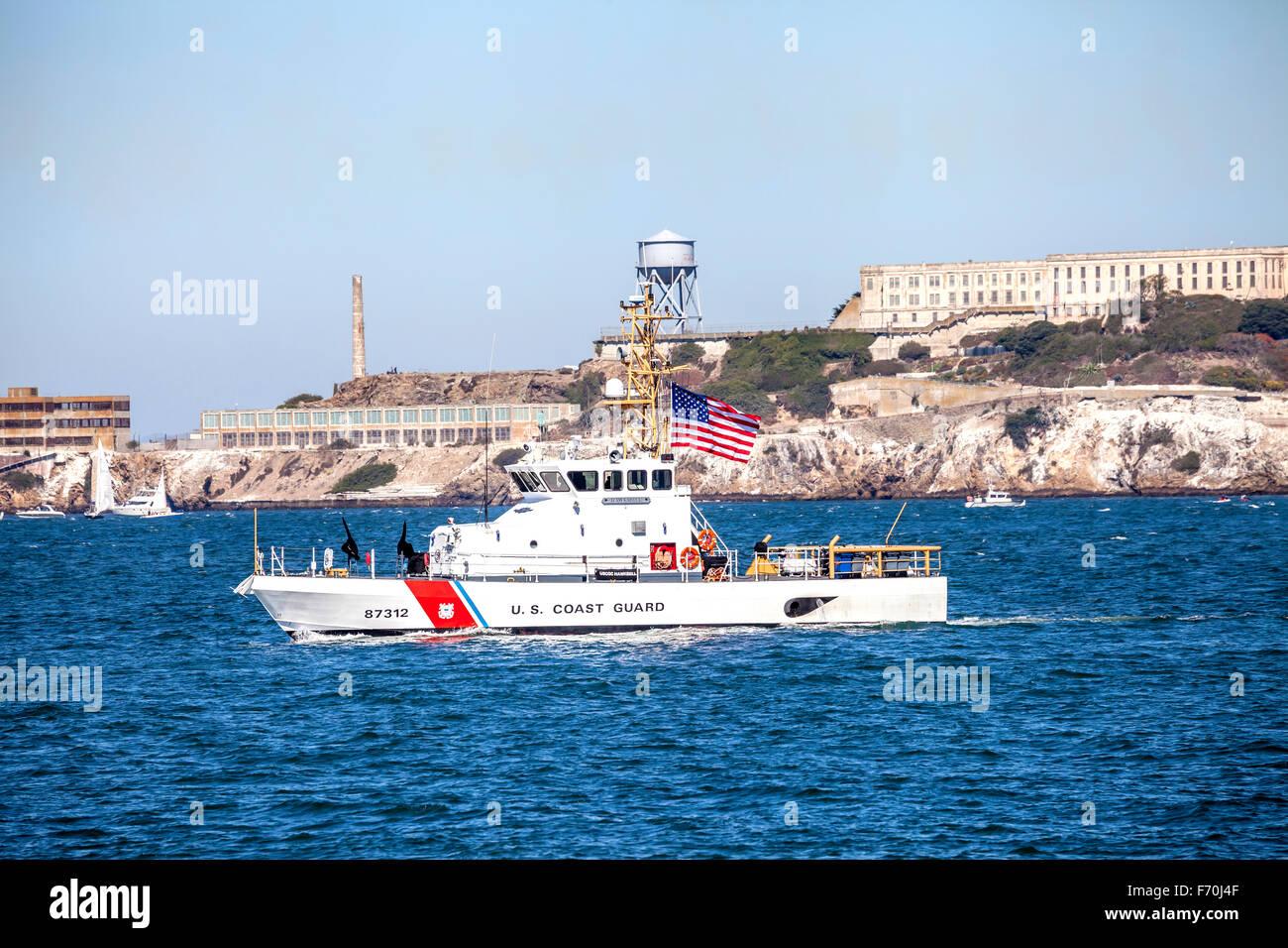 US Coast Guards pattugliano la Baia di San Francisco durante la settimana della flotta, San Francisco, California, Immagini Stock