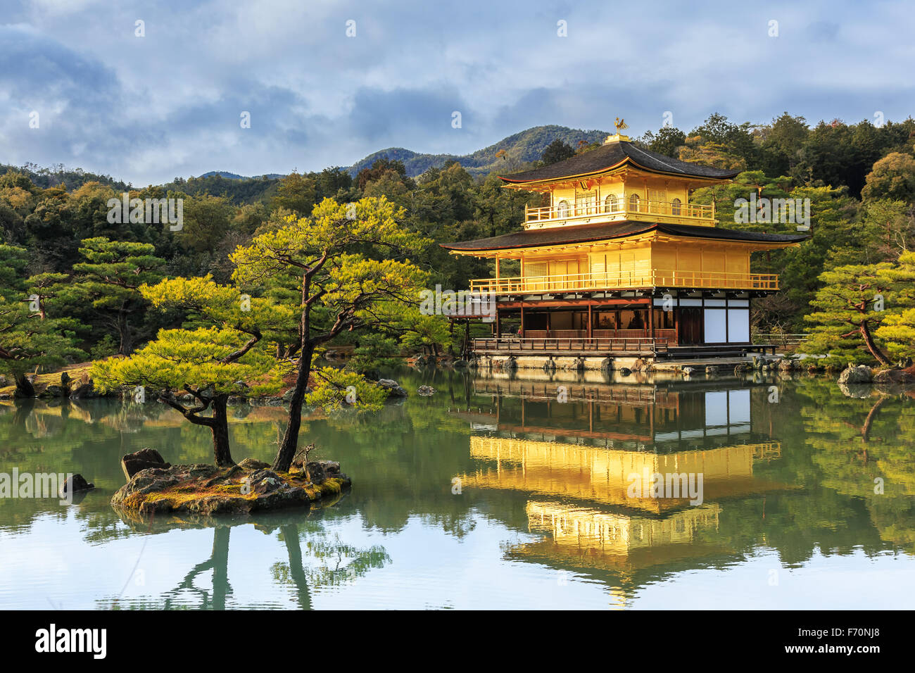 Il padiglione dorato a Kinkakuji Temple, Kyoto in Giappone Immagini Stock
