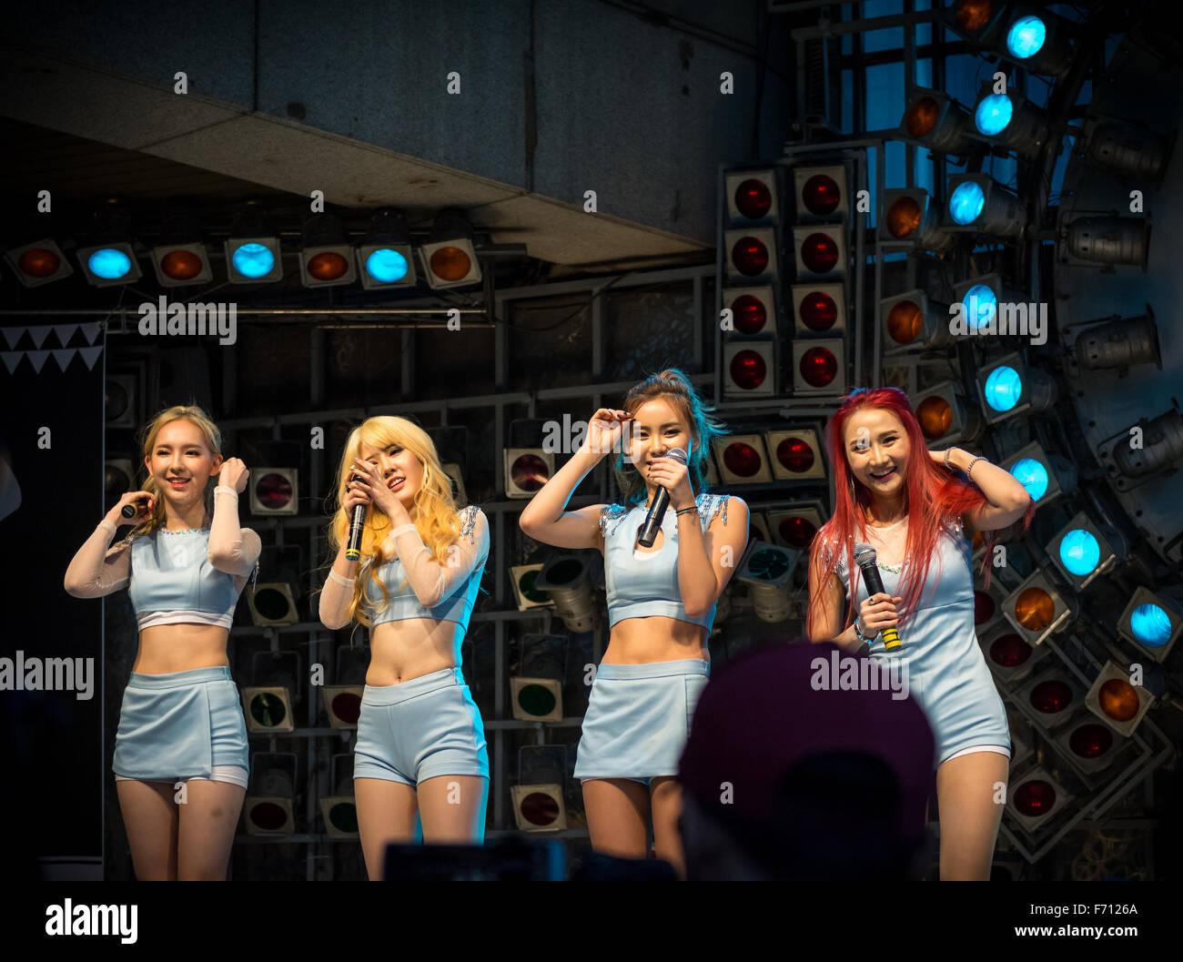 Il coreano KPOP cover band Ace al coperchio kpop festival di Dongdaemun, Seoul, Corea del Sud Foto Stock