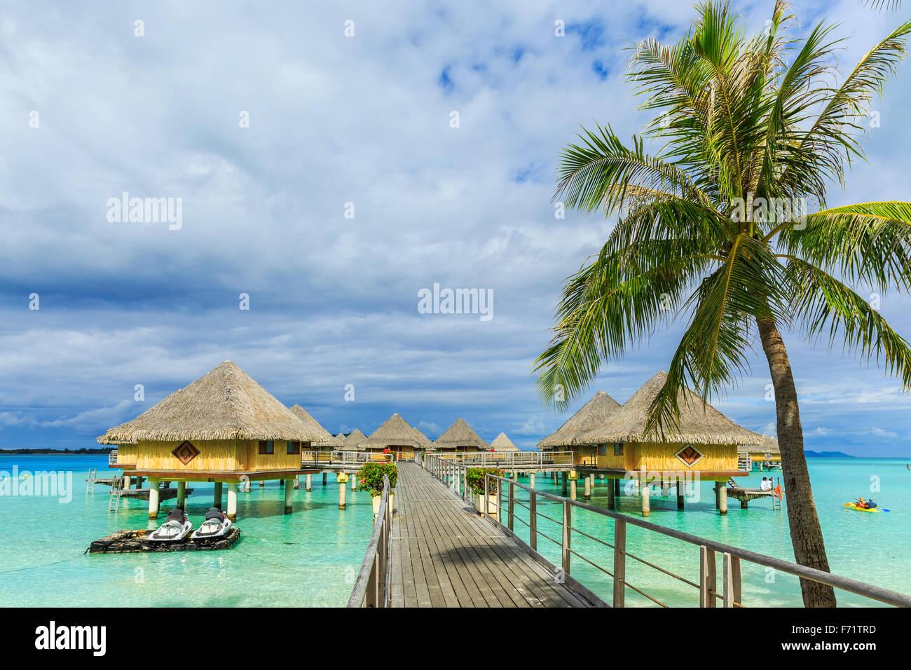 Bungalow Overwater isola di Bora Bora, Polinesia Francese Immagini Stock
