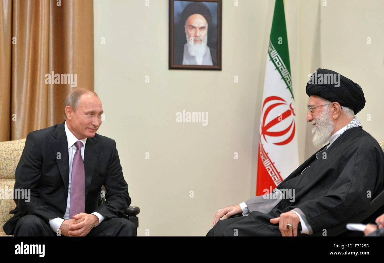 Tehran, Iran. 23 Novembre, 2015. Il presidente russo Vladimir Putin durante un incontro con il leader supremo della Immagini Stock