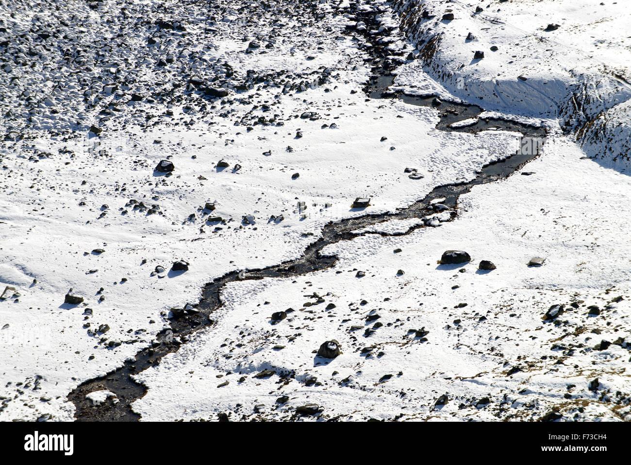 Fiume di montagna in inverno Immagini Stock