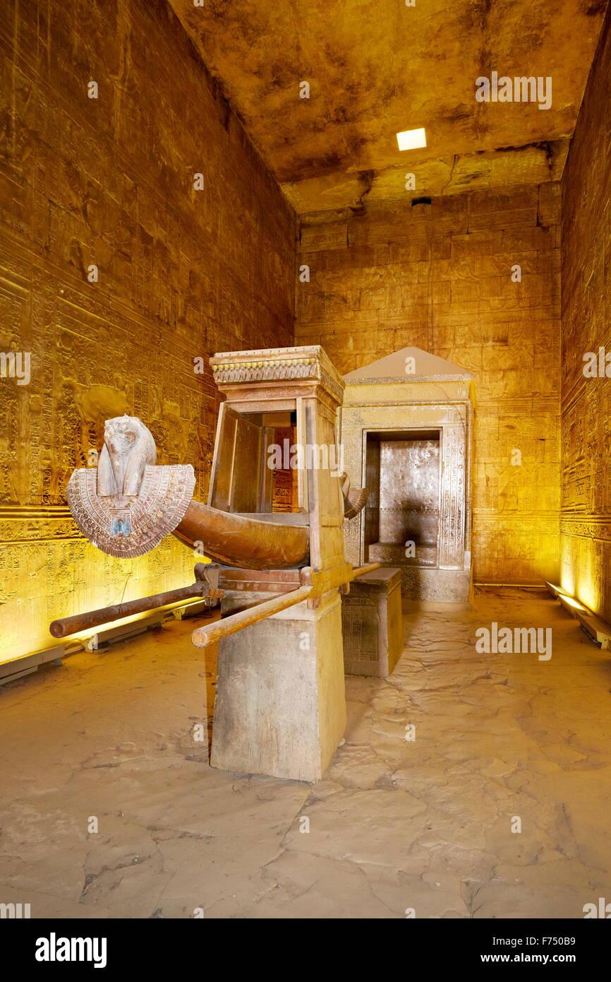Egitto - di Edfu, il Tempio di Horus, arca di Horus Immagini Stock