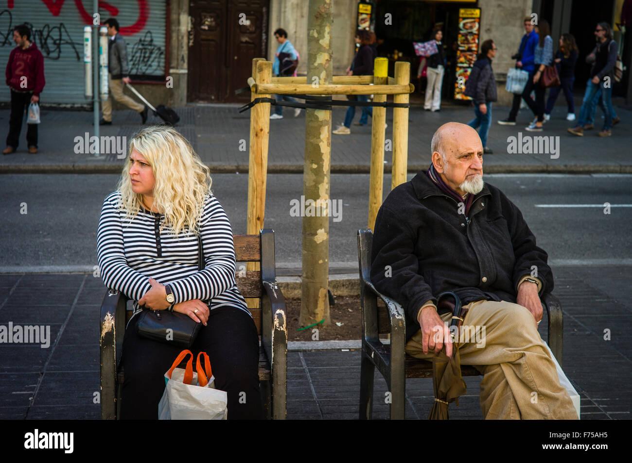 Nat parlando (presa su Les Rambles di Barcellona) Foto Stock