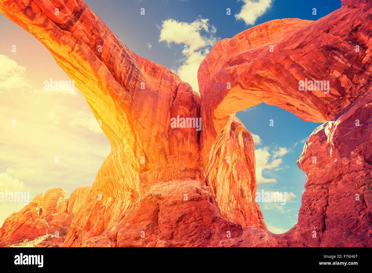 Tramonto a doppia arcata in Arches National Park, Stati Uniti d'America. Immagini Stock