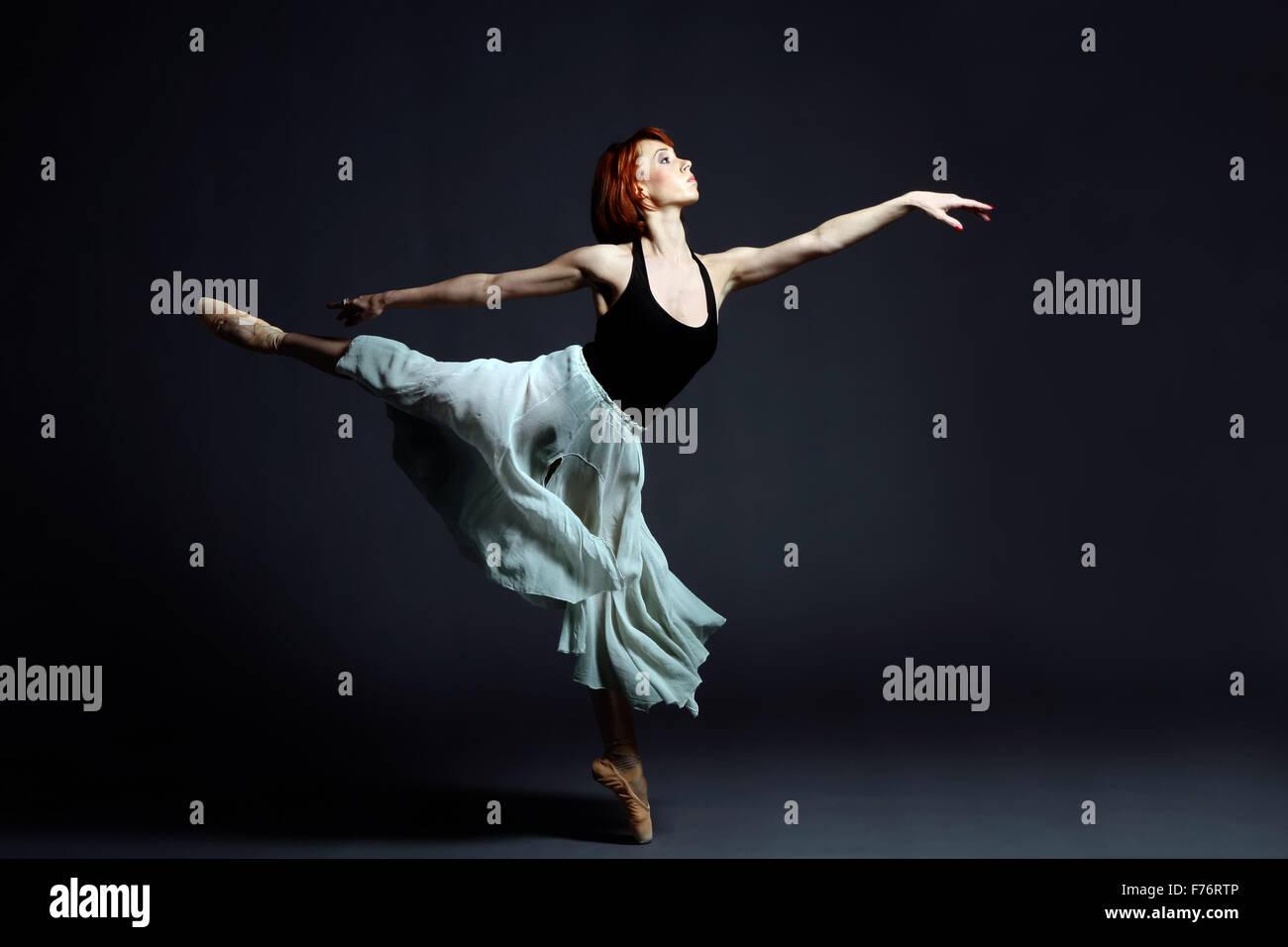 Ballerina di eseguire sul palco Immagini Stock