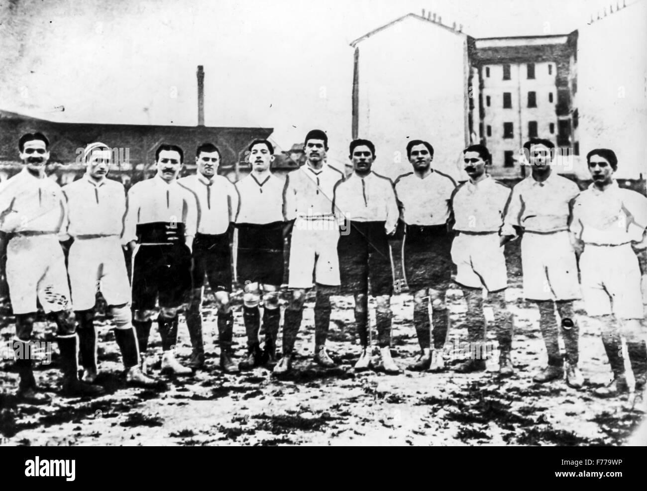 Maggio 15,1910,la squadra nazionale italiana al debutto in un amichevole contro la Francia,l'Arena di Milano Immagini Stock