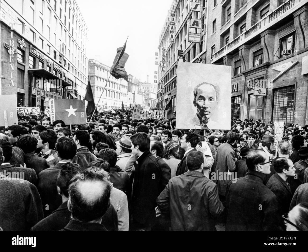 Manifestazione contro la guerra nel Vietnam,Roma 1968 Immagini Stock