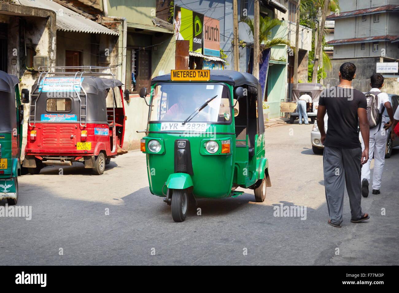 Sri Lanka - Colombo, un tuk tuk taxi, Trasporti tipici Immagini Stock