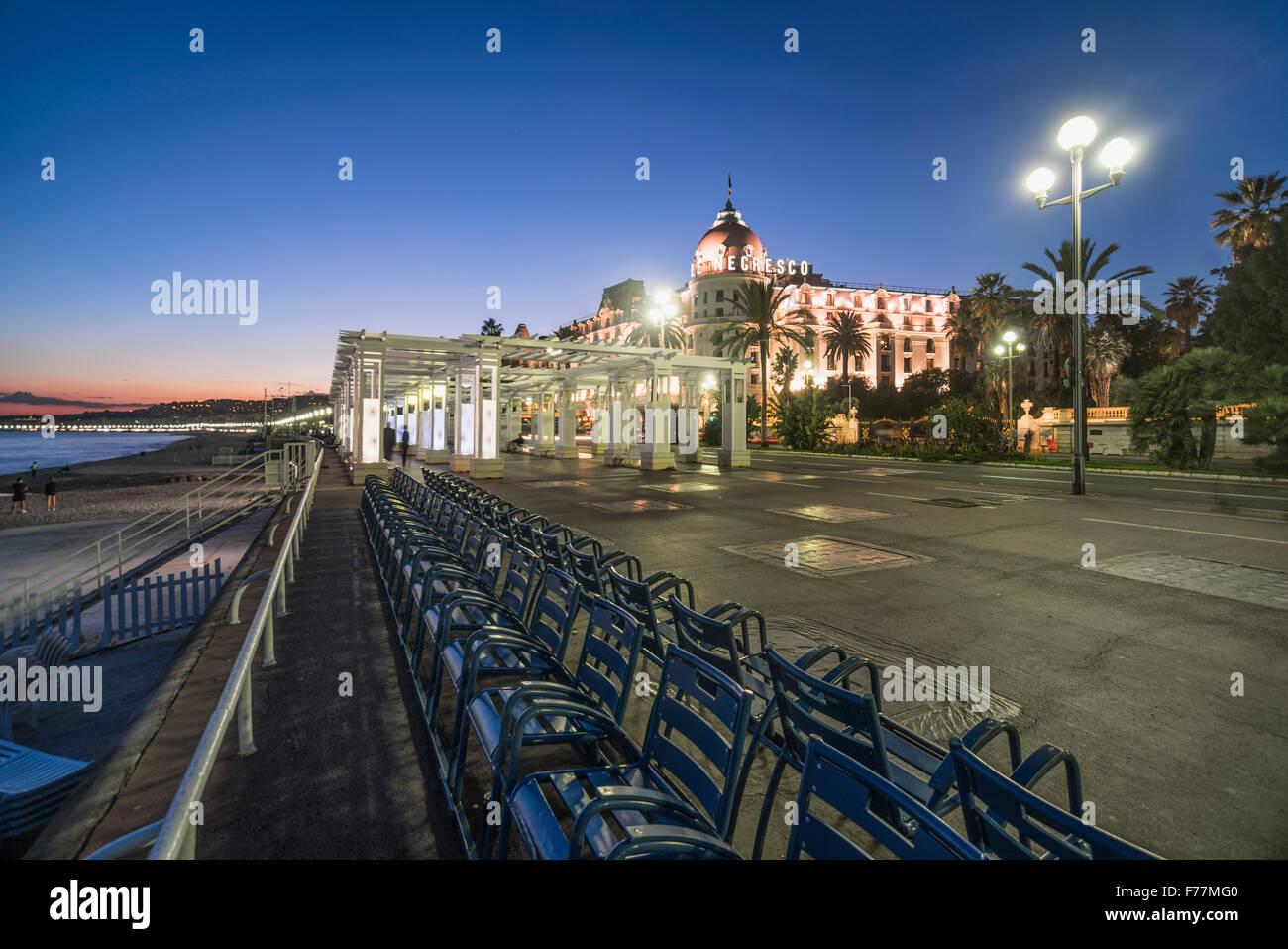 Sedie Blu Nizza : L hotel negresco sulla promenade des anglais di nizza sedie blu