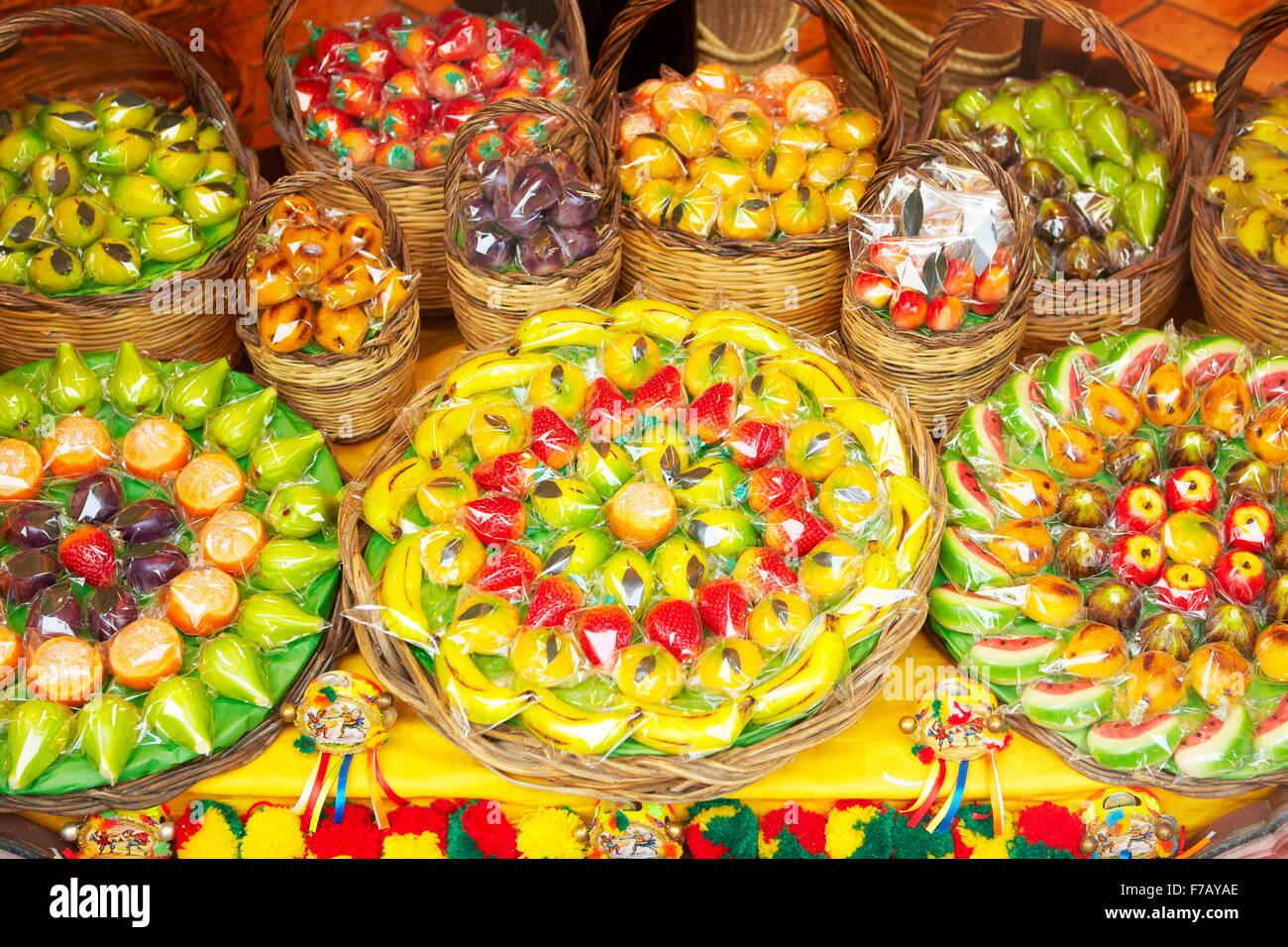 Prodotti tipici siciliani marzapane frutti (frutta martorana), Siracusa, Sicilia, Italia Immagini Stock