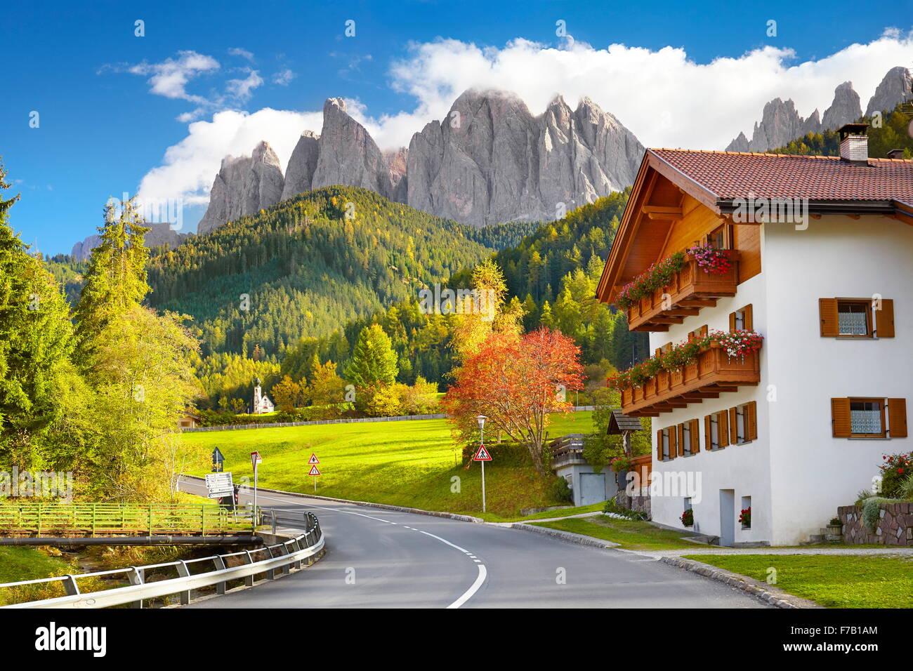 Val di Funes, Provincia del Tirolo, alpi, Dolomiti, Italia Immagini Stock