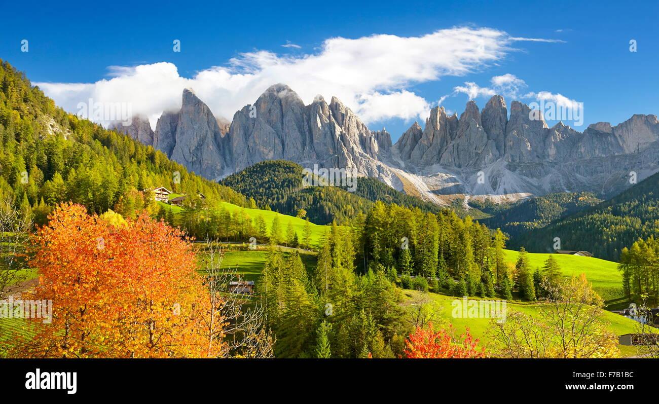 Autunno a Santa Maddalena, Dolomiti, Alto Adige, Val di Funes, Italia Immagini Stock