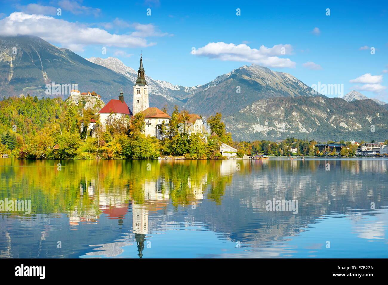 In autunno il lago di Bled e sulle Alpi Giulie, Slovenia Immagini Stock