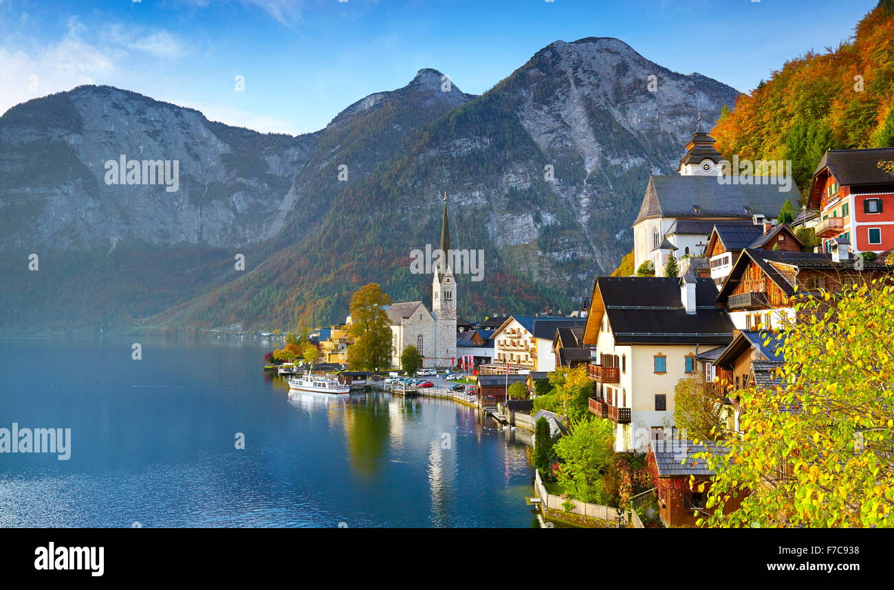 Hallstatt villaggio di montagna, Salzkammergut, Alpi austriache, Austria, UNESCO Immagini Stock