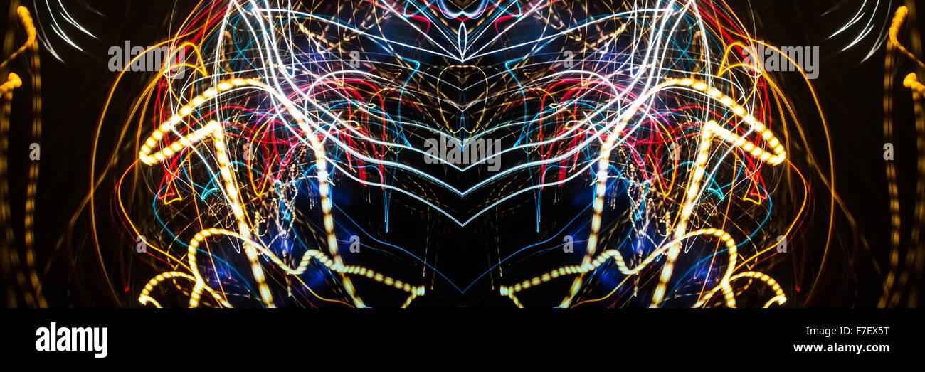Panorami Lightpainted funky in luminosi colori vibranti. Fotografato in una zona della città con sodio, alogeno, Immagini Stock