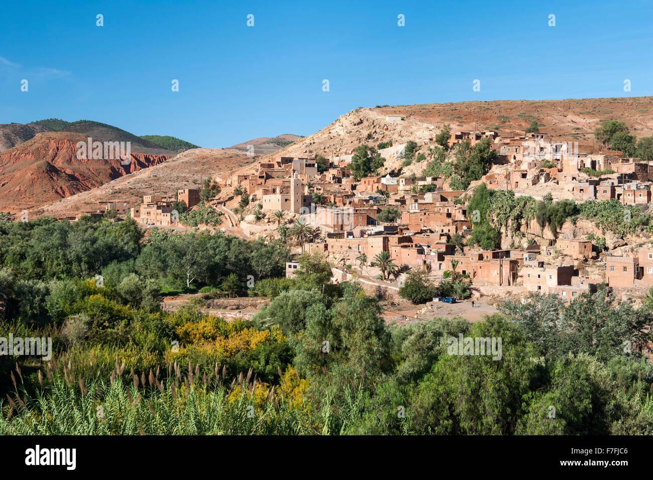 Villaggio di Asni ai piedi dei monti Atlas in Marocco. Immagini Stock