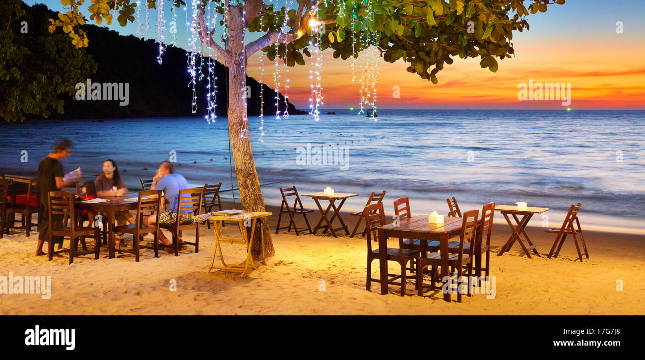 Il ristorante sulla spiaggia, Lima Coco Resort Koh Samet Island, Thailandia Immagini Stock