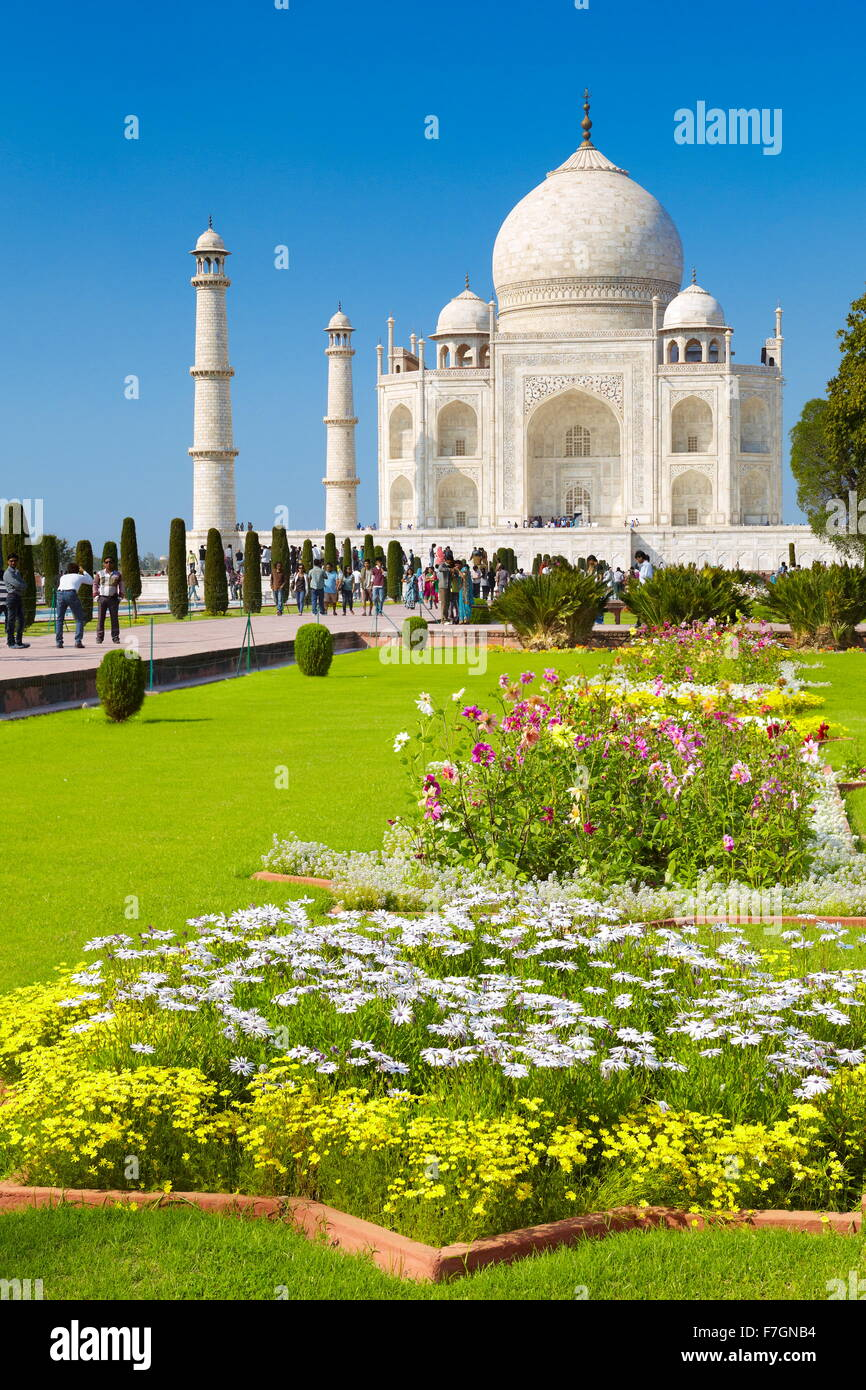 Vista del Taj Mahal e Giardini Mughal, Agra, Uttar Pradesh, India Immagini Stock