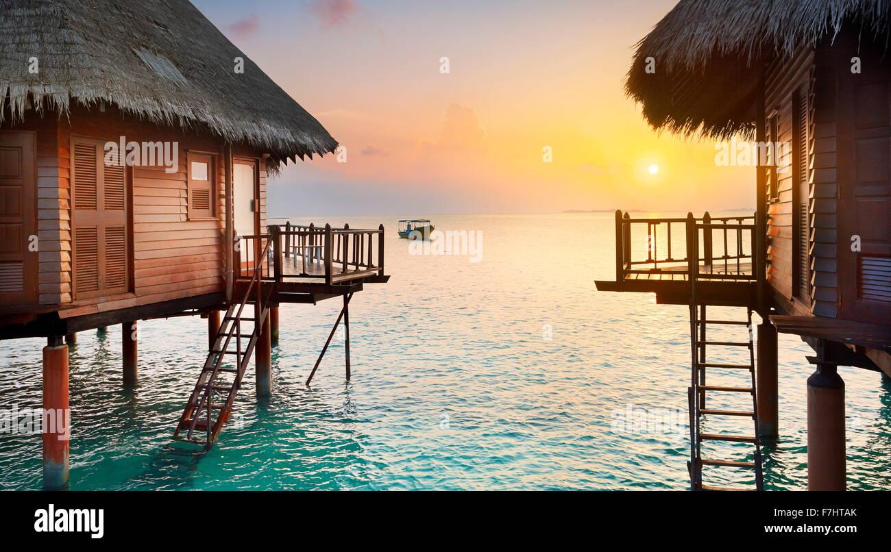 Tramonto tropicale scenario a isole delle Maldive Immagini Stock