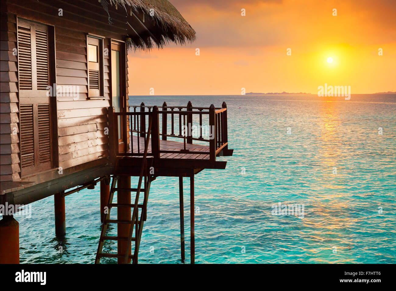 Tramonto tropicale paesaggio all'hotel Isole Maldive Immagini Stock