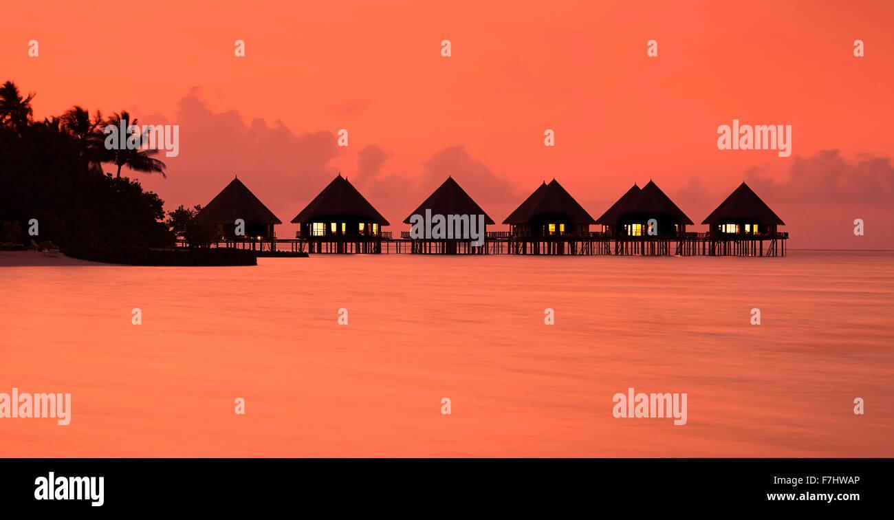 Tramonto tropicale landscapeat isole Maldive, atollo di Ari Immagini Stock