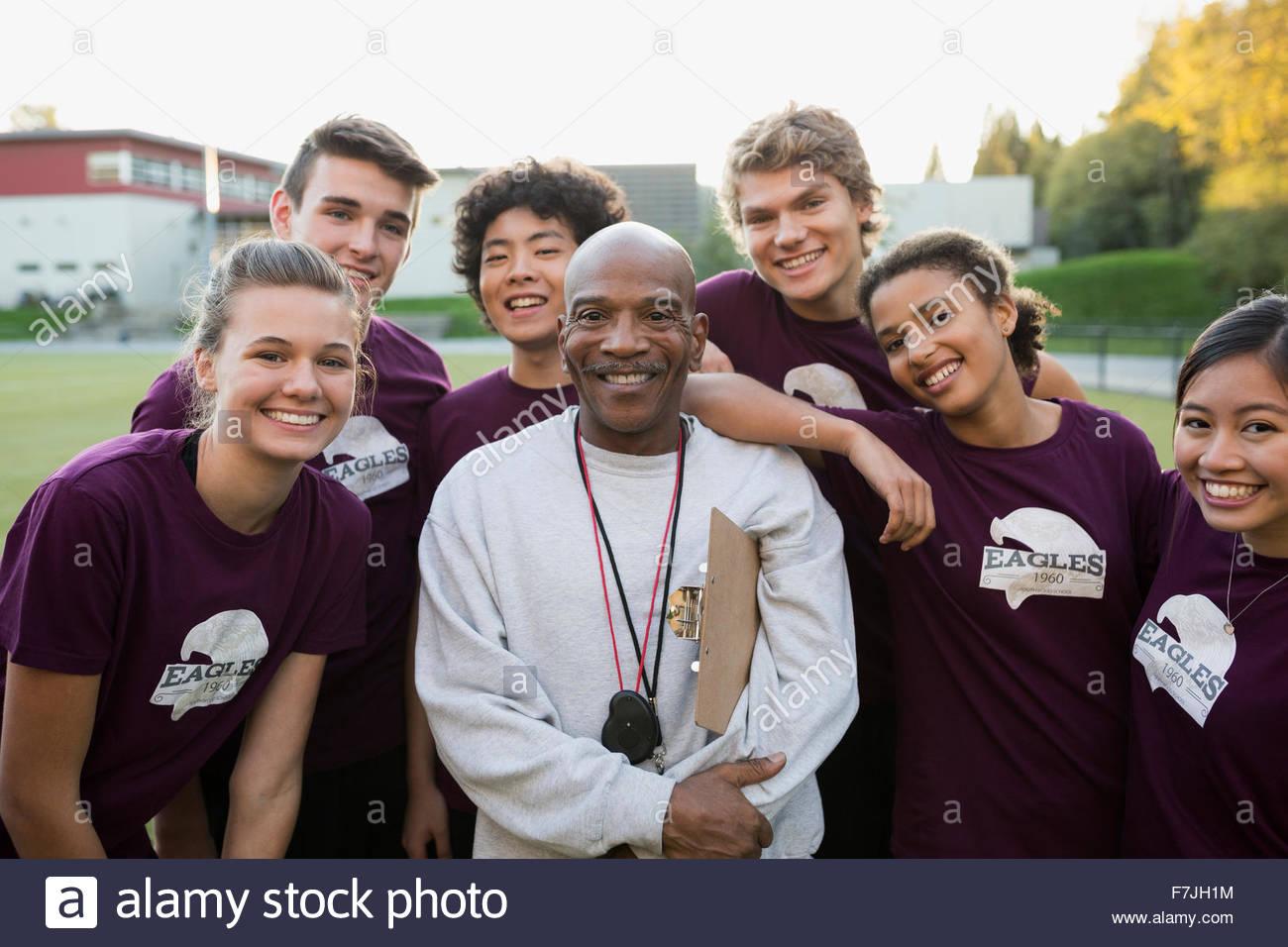 Ritratto di alta scuola via e campo allenatore della squadra Foto Stock