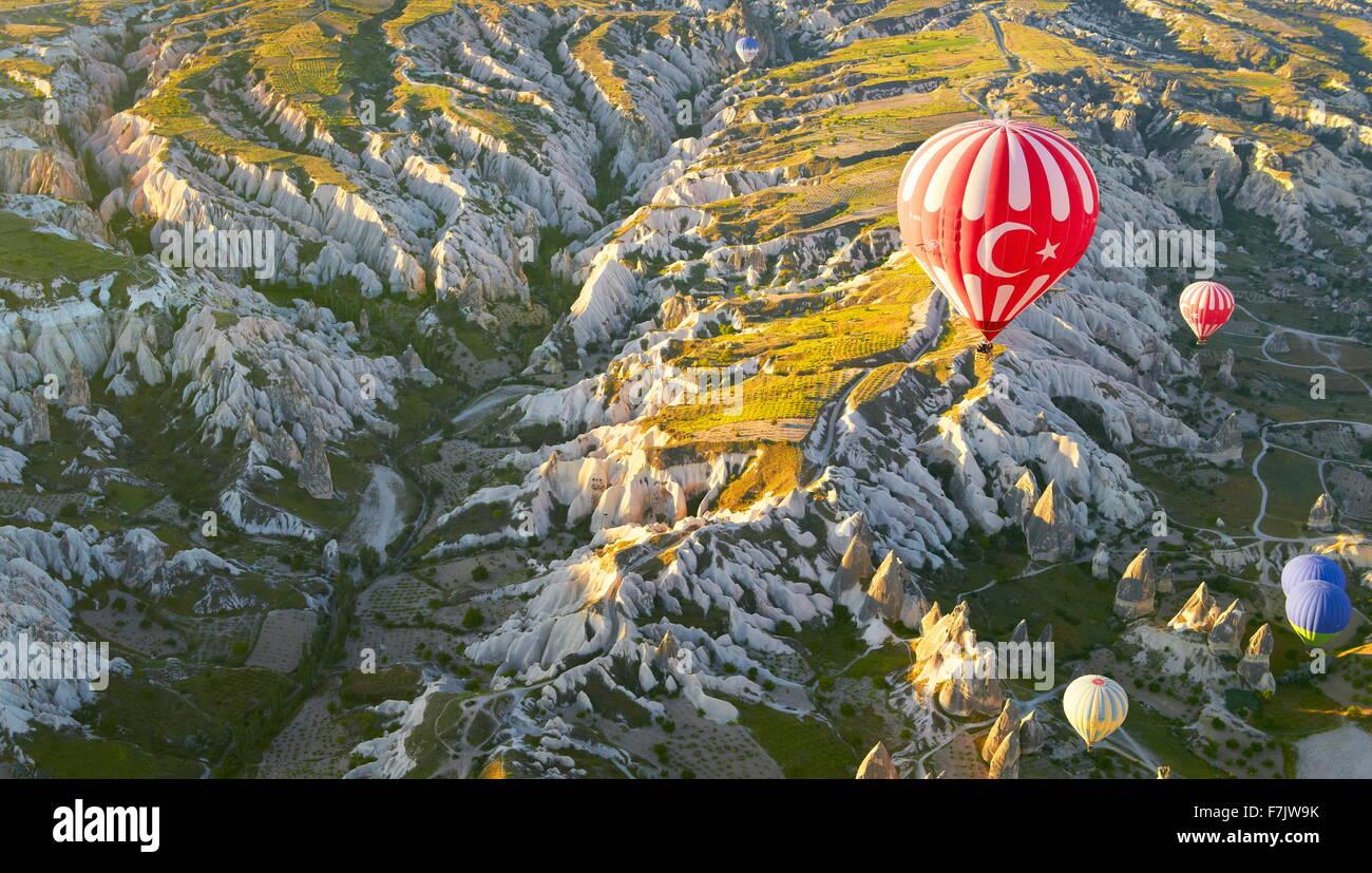 Cappadocia - Turchia, vista dal palloncino intorno a Nevsehir, volando sopra la Cappadocia in mongolfiera, UNESCO Immagini Stock
