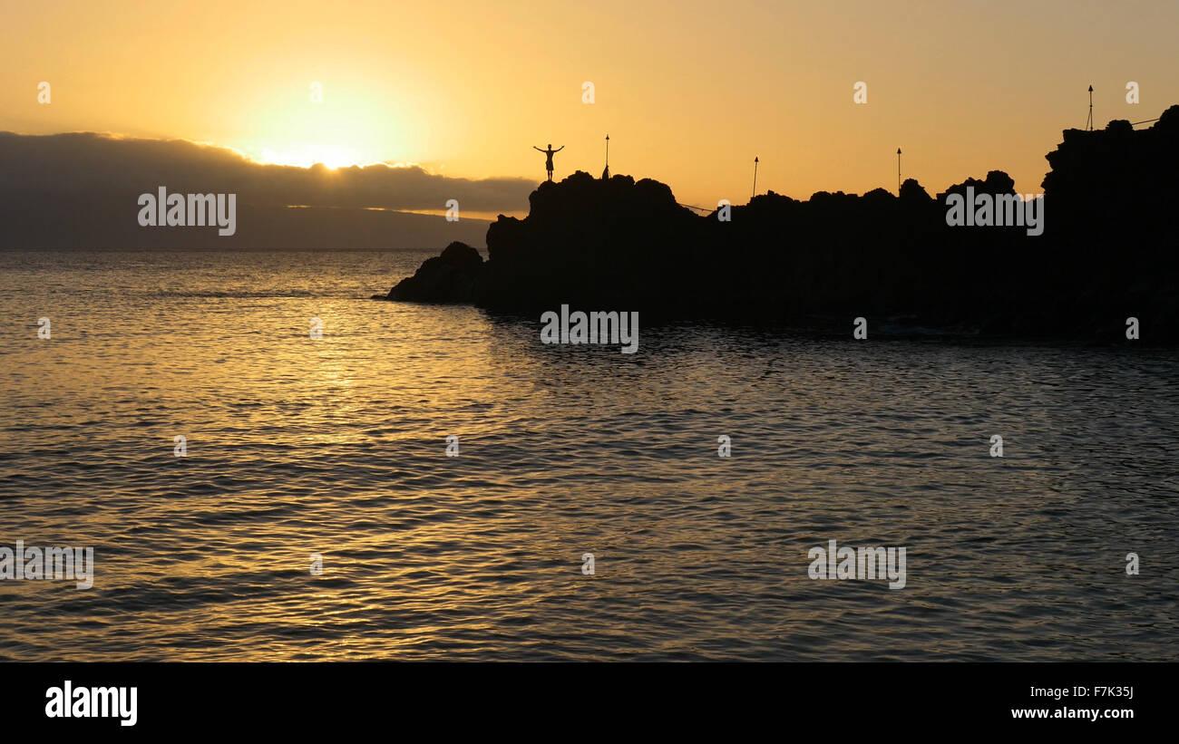 Cliff dive al tramonto,Kaanapali Beach, Maui, Hawaii Immagini Stock