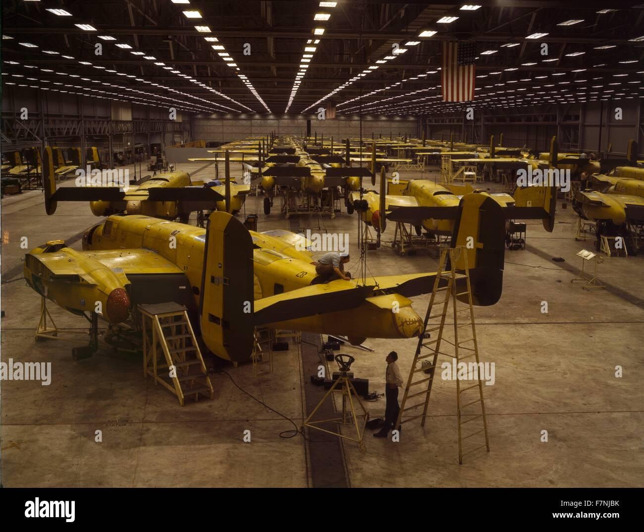 Montaggio B-25 bombardieri presso la North American Aviation, Kansas City Immagini Stock