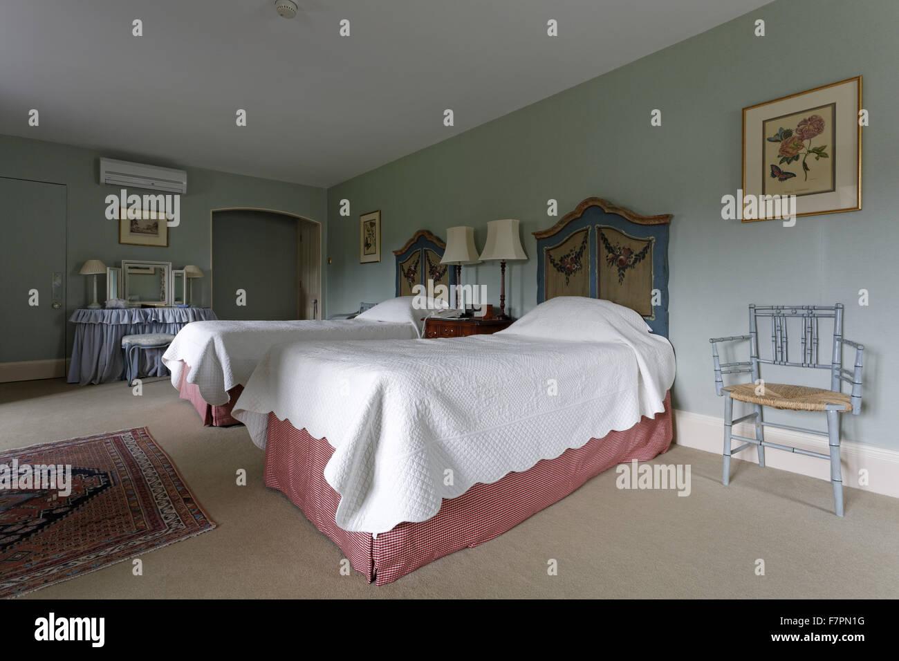 Una camera doppia con letti singoli a Hartwell House ...