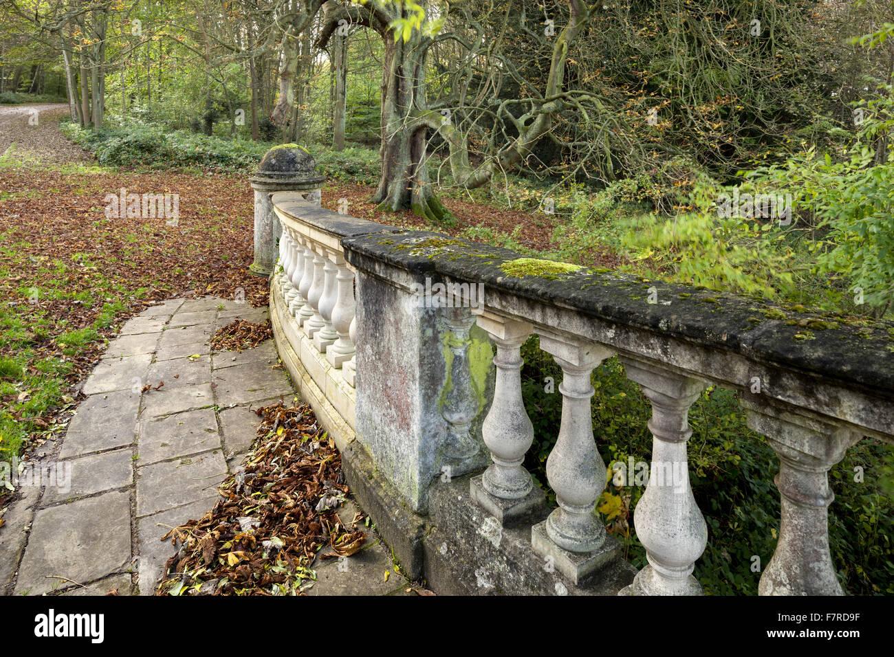 Clumber Bridge che mostra alcuni recenti lavori di riparazione, a Clumber Park, Nottinghamshire. Foto Stock