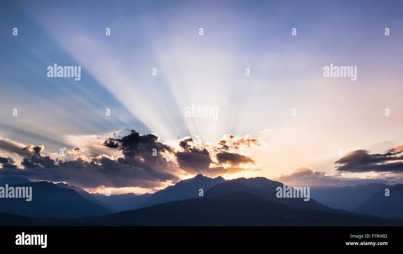 Sunset 0ver le Montagne Olimpiche. Washington, Olympic National Forest (fotografato da vicino Seabeck, Washington) Immagini Stock