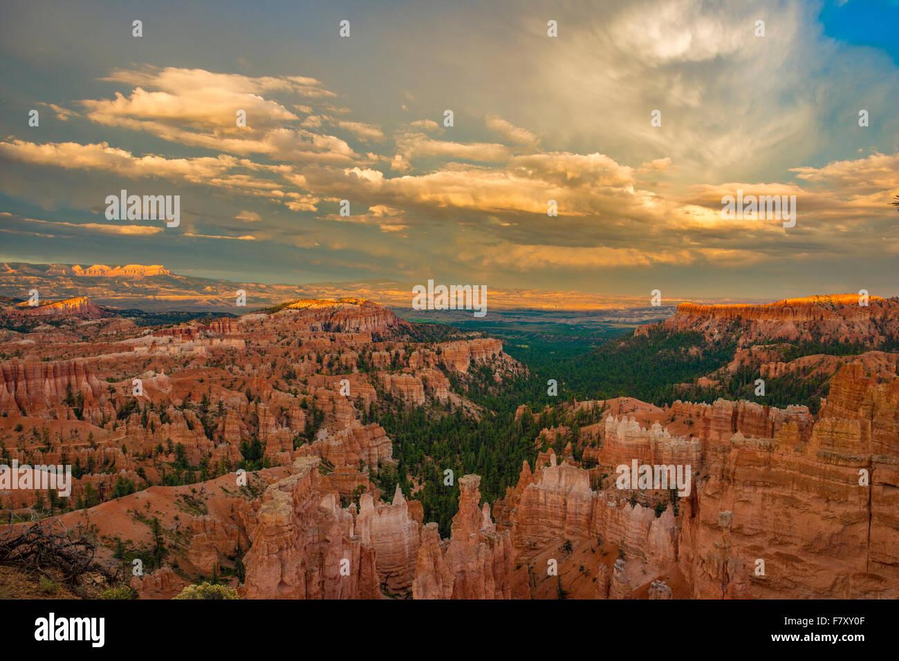 Sunset punto di vista, il Parco Nazionale di Bryce Canyon, Utah, Wasatch pinnacoli di calcare Foto Stock