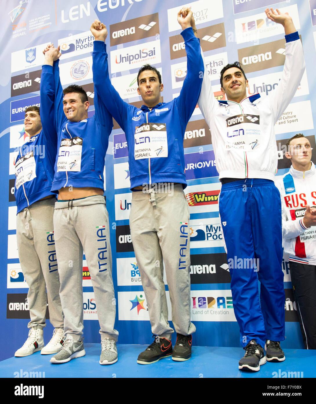 Israele. 3 dicembre, 2015. Italia medaglia d argento 4x50m Freestyle Uomini - Finale LEN European Short Course Swimming Foto Stock