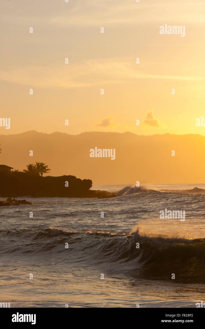 Navigare al tramonto Foto Stock