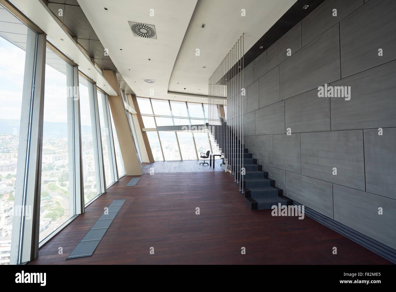 Ufficio Moderno Sa : Moderno luminoso ufficio vuoto o salotto interno con grandi finestre