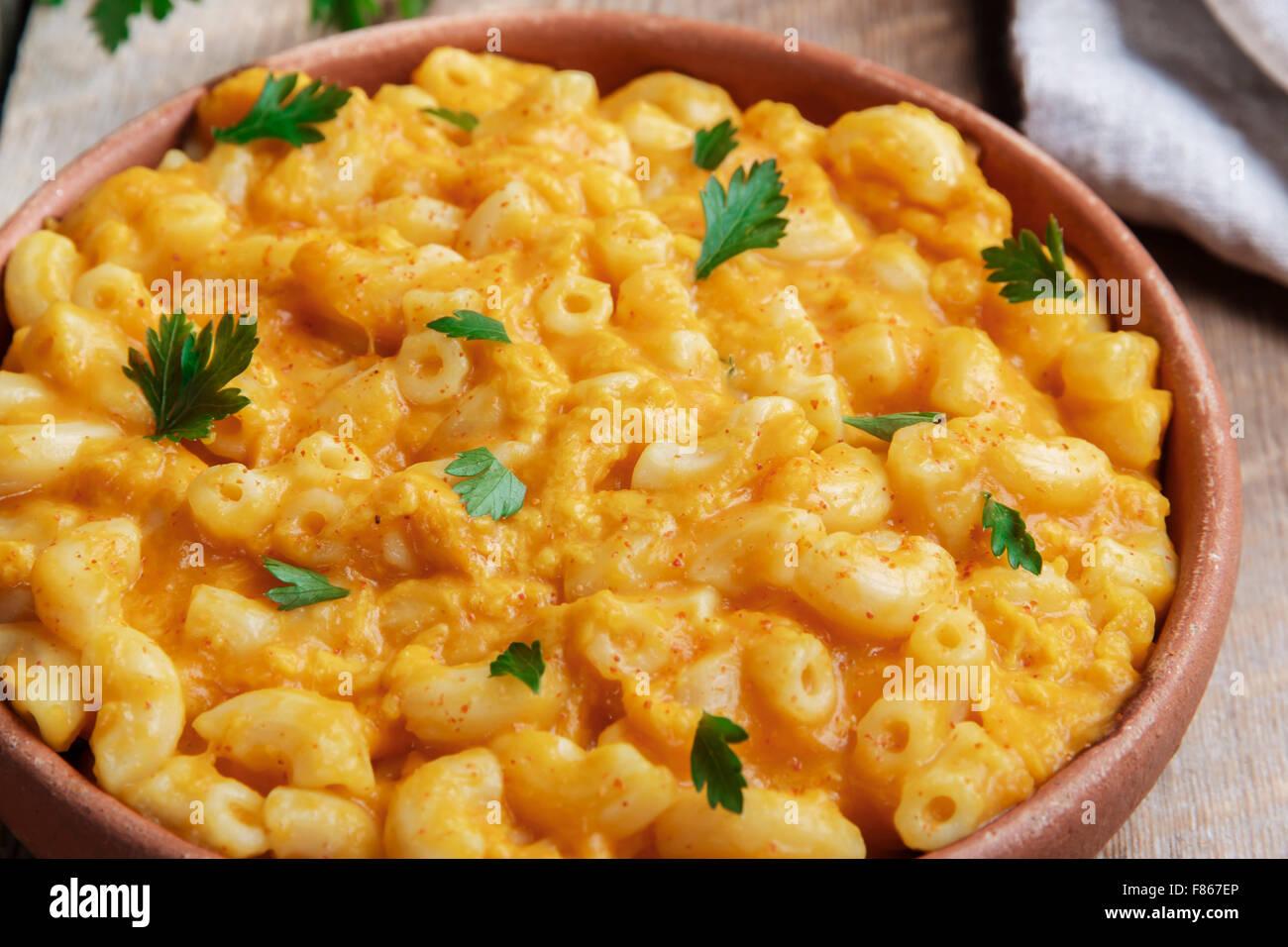 Pasta con zucca e formaggio cremoso Immagini Stock