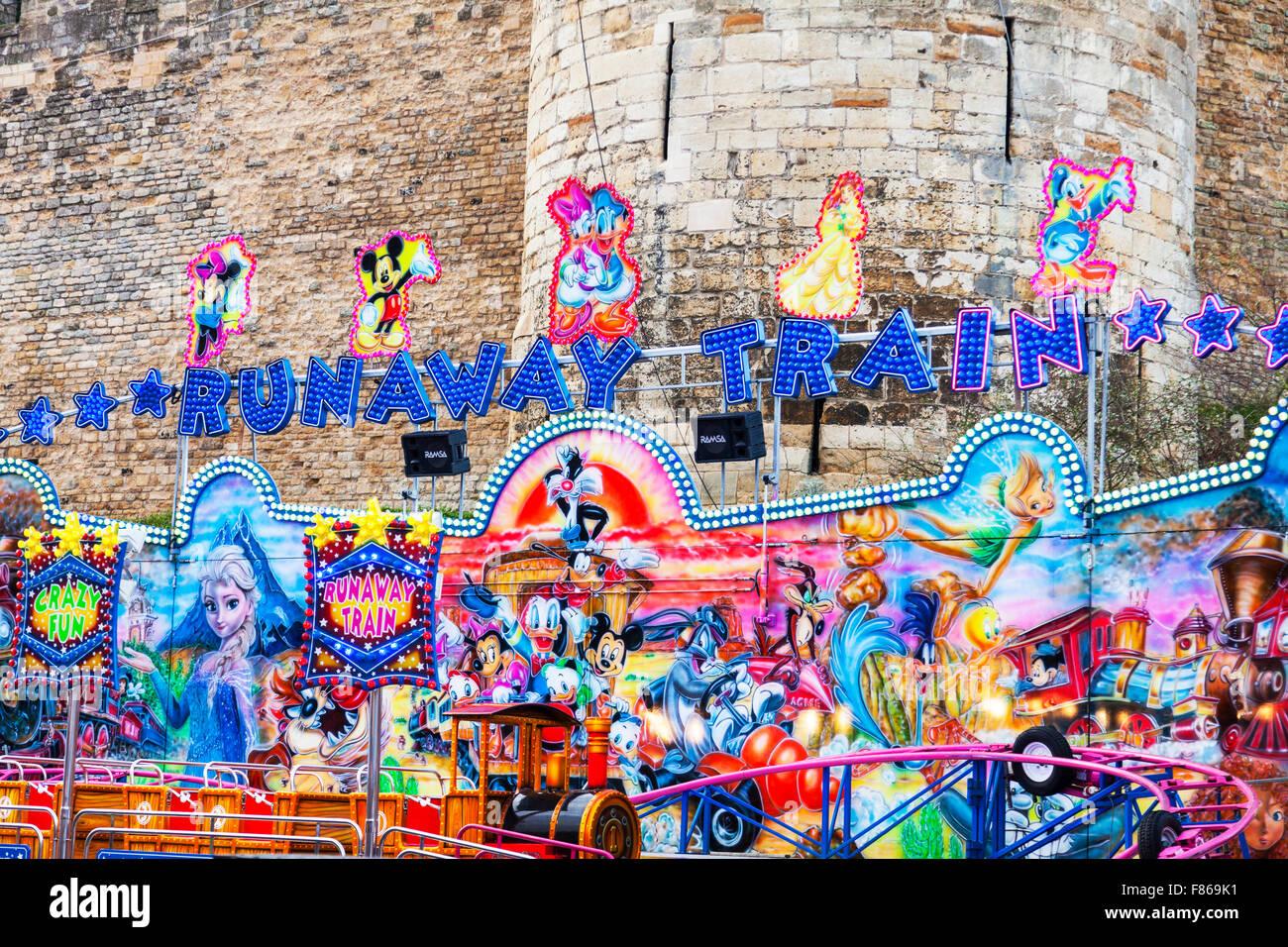Runaway train ride fair fiera luna park - divertimento per i bambini del bambino giostre Immagini Stock