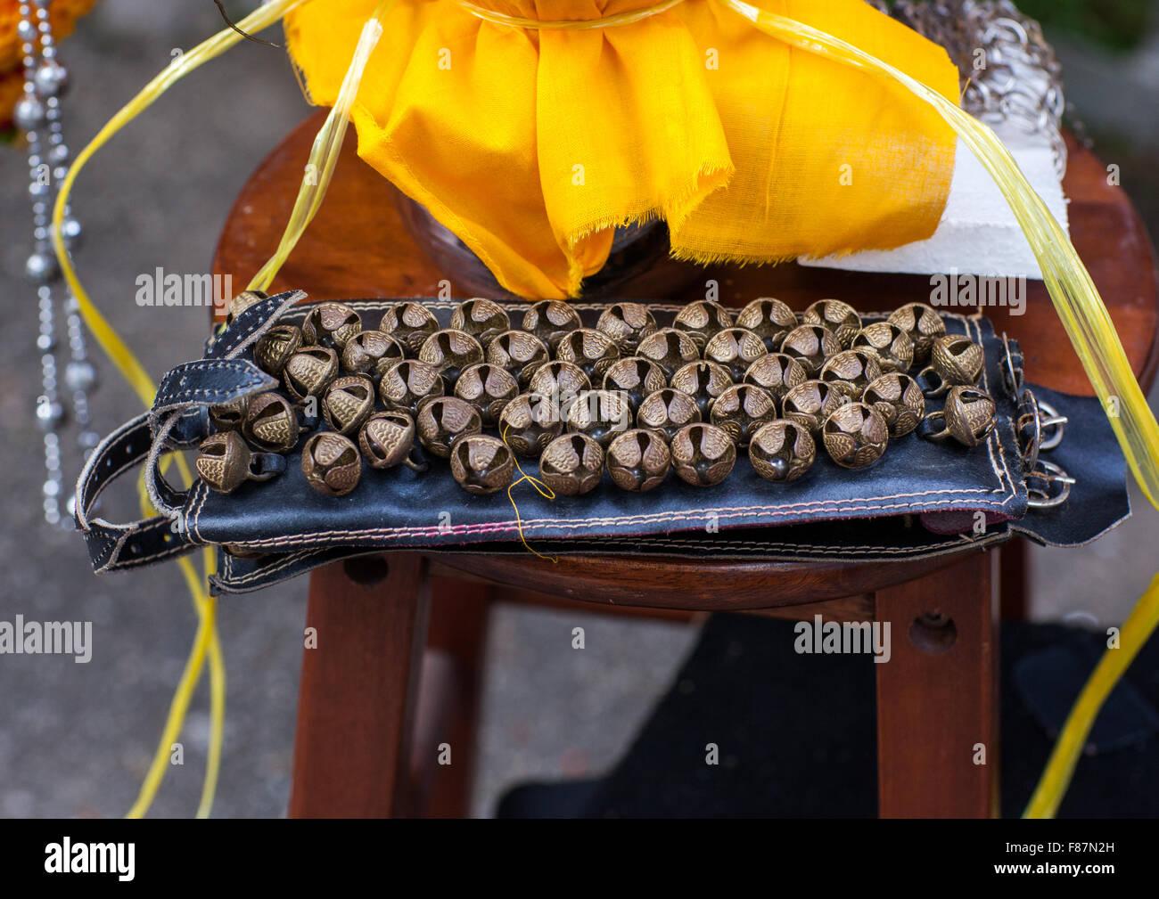 Le campane per devoti indù In Thaipusam annuale festa religiosa nelle Grotte Batu, sud-est asiatico, Kuala Immagini Stock