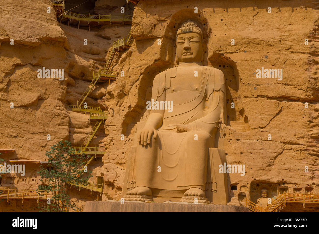 Enorme statua di Buddha, Bing Ling Grotta e Tempio Ganshu Provincia, Cina Fiume Giallo Immagini Stock