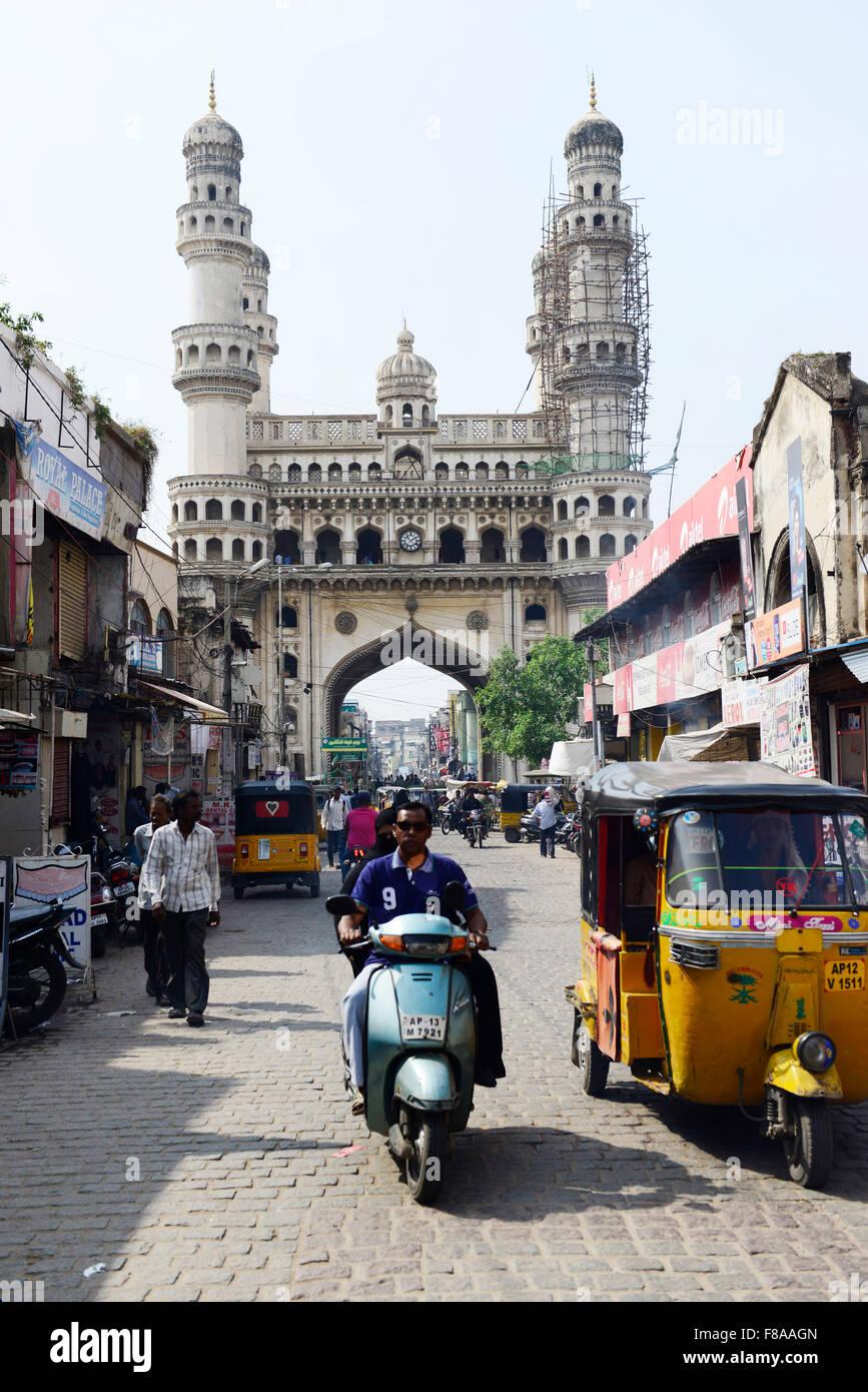 Il bellissimo monumento Charminar e il vivace mercato intorno ad esso. Immagini Stock