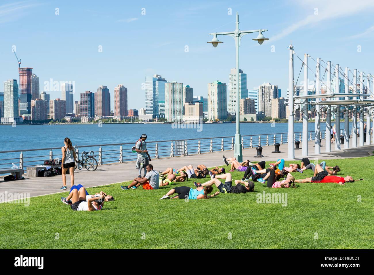 Personal trainer, gruppo classe, fitness, ginnastica, pullman, classe, esercizio, benessere, montare, stile di vita, Foto Stock
