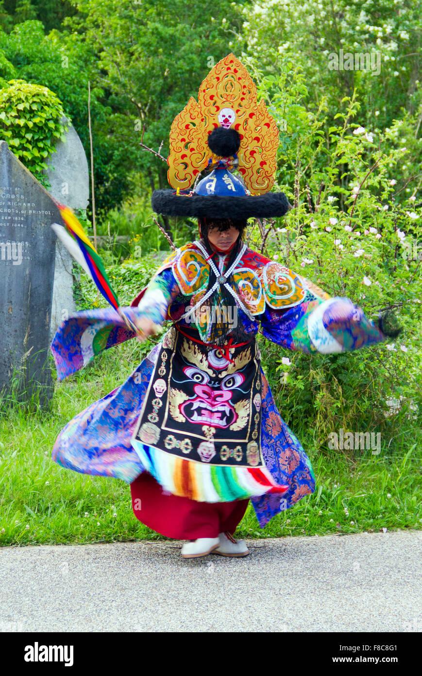 Tashi Lhunpo monaco che partecipano a un canto e cham performance nel Regno Unito. Questo è Shanak o il cappello Immagini Stock