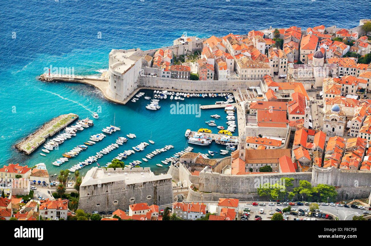 Dubrovnik old town, vista in elevazione a porto, Croazia Immagini Stock