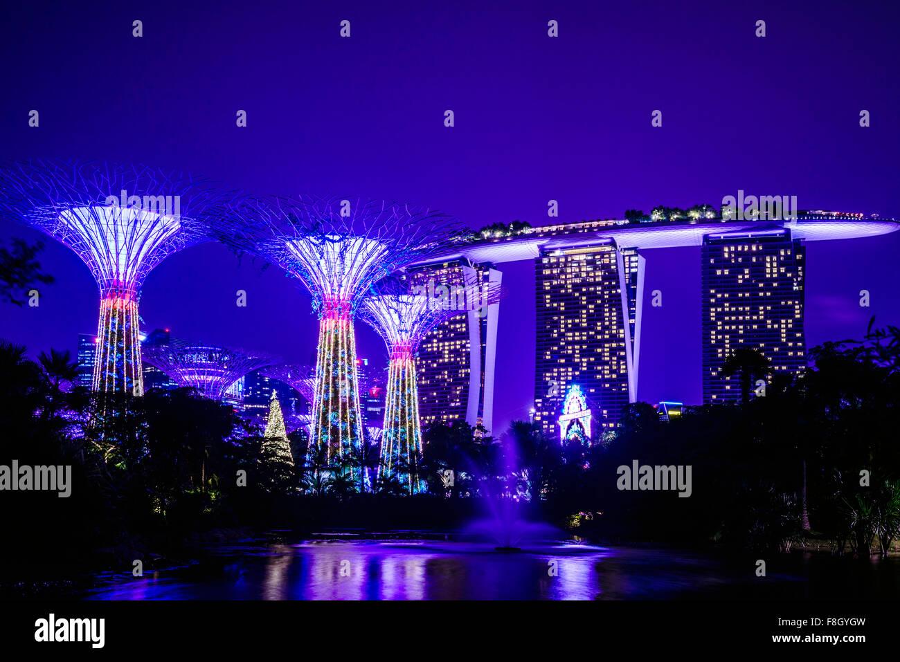 Marina di Singapore illuminata di notte Immagini Stock