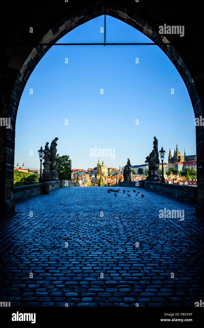 Arco sul paesaggio urbano di Praga, Repubblica Ceca Immagini Stock