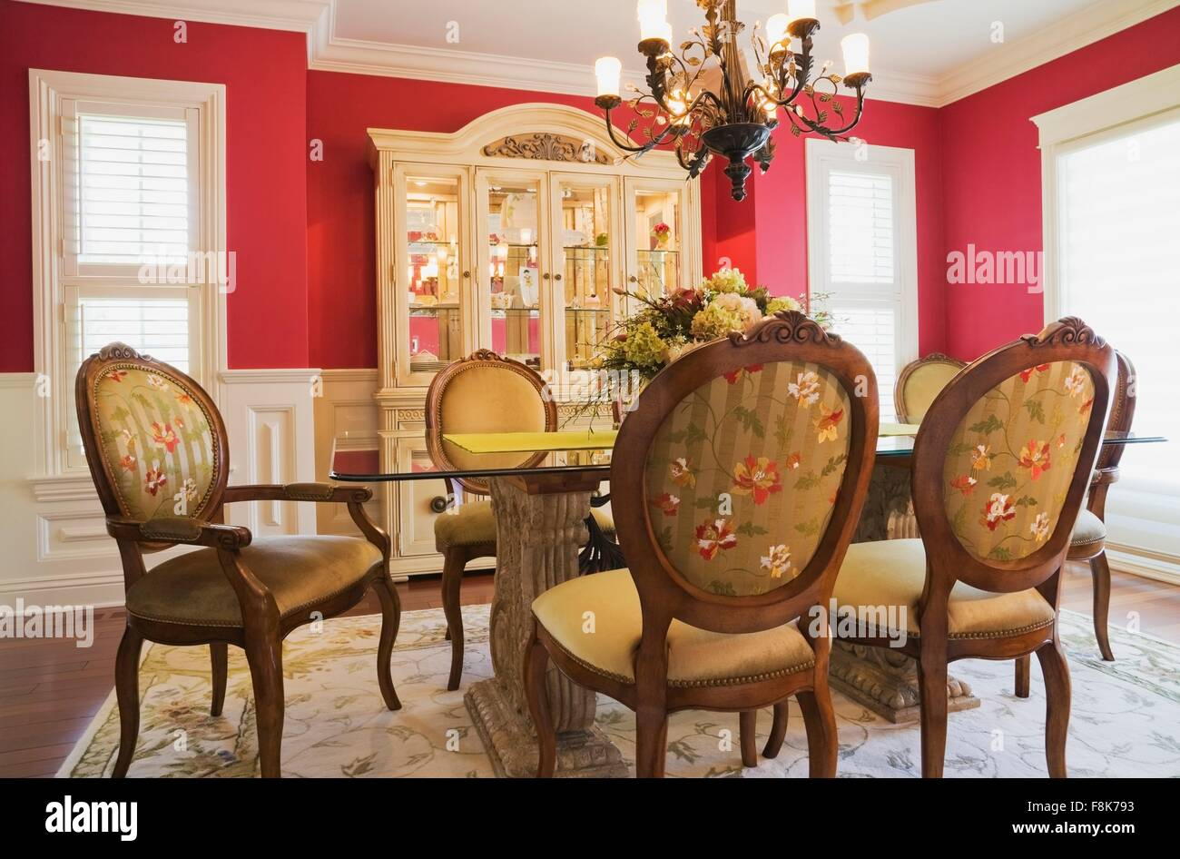 Sedie Schienale Alto Legno : Sedie da salotto con schienale alto imbottito rivestito in