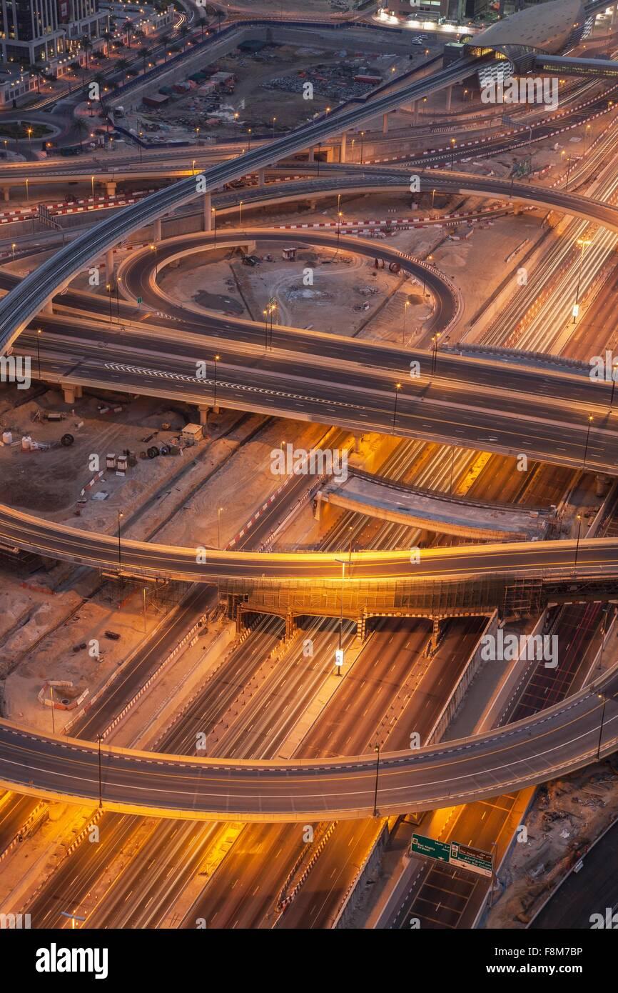 Autostrade della città e cavalcavia di notte, Downtown Dubai Emirati Arabi Uniti Immagini Stock